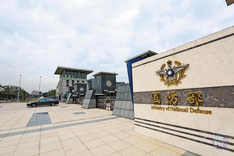 藍男提供台灣多名現役軍校同學個資,名冊涵蓋國防部和軍情單位。