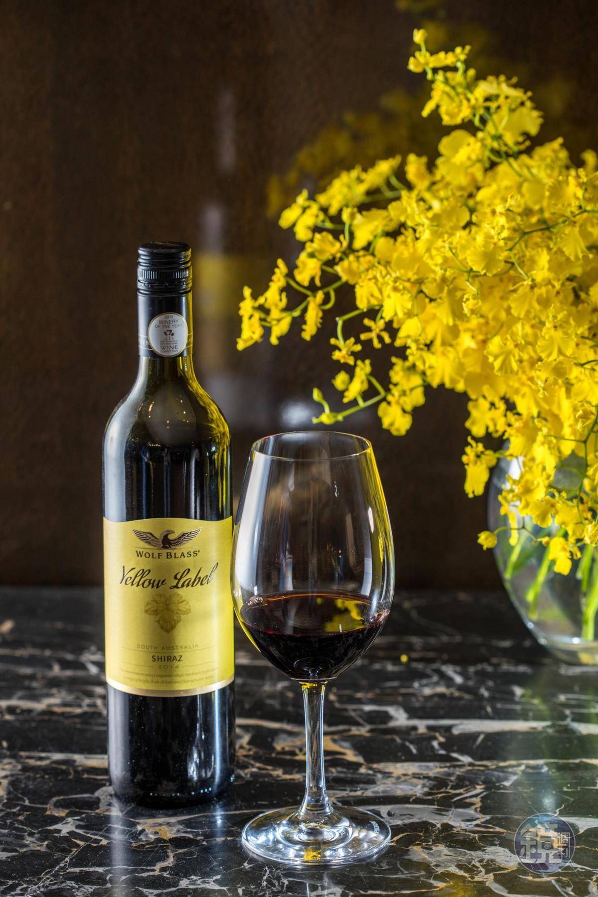 黃標系列屬於較親民的日常酒款,這支希哈帶有莓果及辛香料的香氣,入口則有橡木的奶油感。(650元/瓶)