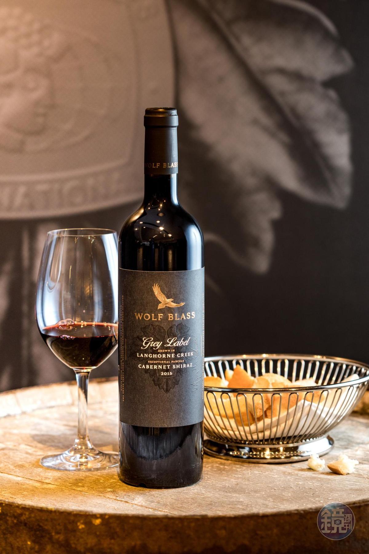 灰標象徵酒莊的核心精神,是經得起時間考驗,也能立刻飲用的高品質葡萄酒。(2,300元/瓶)