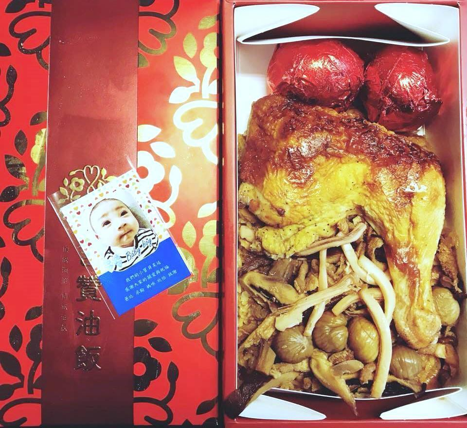 徐佳瑩在臉書PO出鍾承翰兒子的油飯照,〈大頭仔〉本尊露臉非常可愛。(翻攝自徐佳瑩臉書)