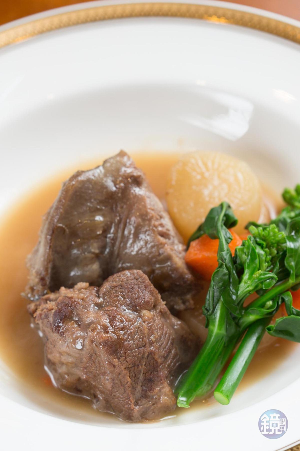 「白酒清燉和牛頰」肉質裡有飽滿膠質,燉至軟黏入味。