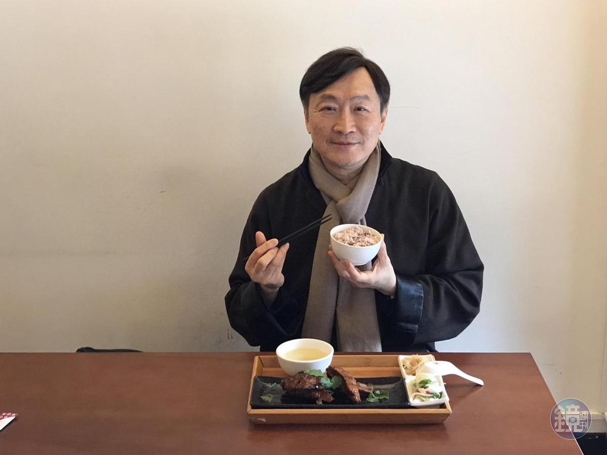朱全斌在「紀州庵文學森林」發表家傳私房燻魚。