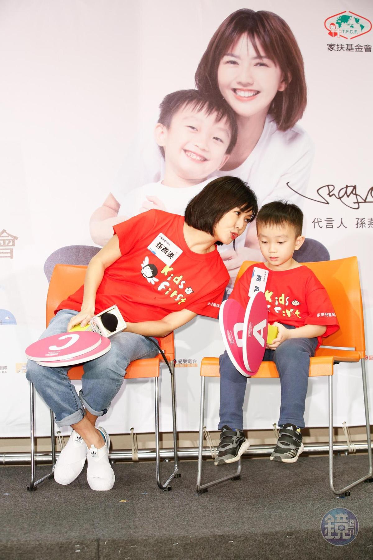 孫燕姿跟老公在家中都是黑臉父母,雖然不會打兒子,但偶爾會失控大吼,之後再跟兒子溝通道歉。
