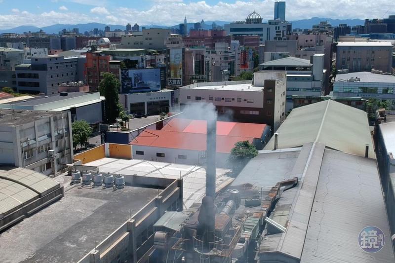 五股成衣工廠時常排放廢煙,讓周遭民眾苦不堪言。