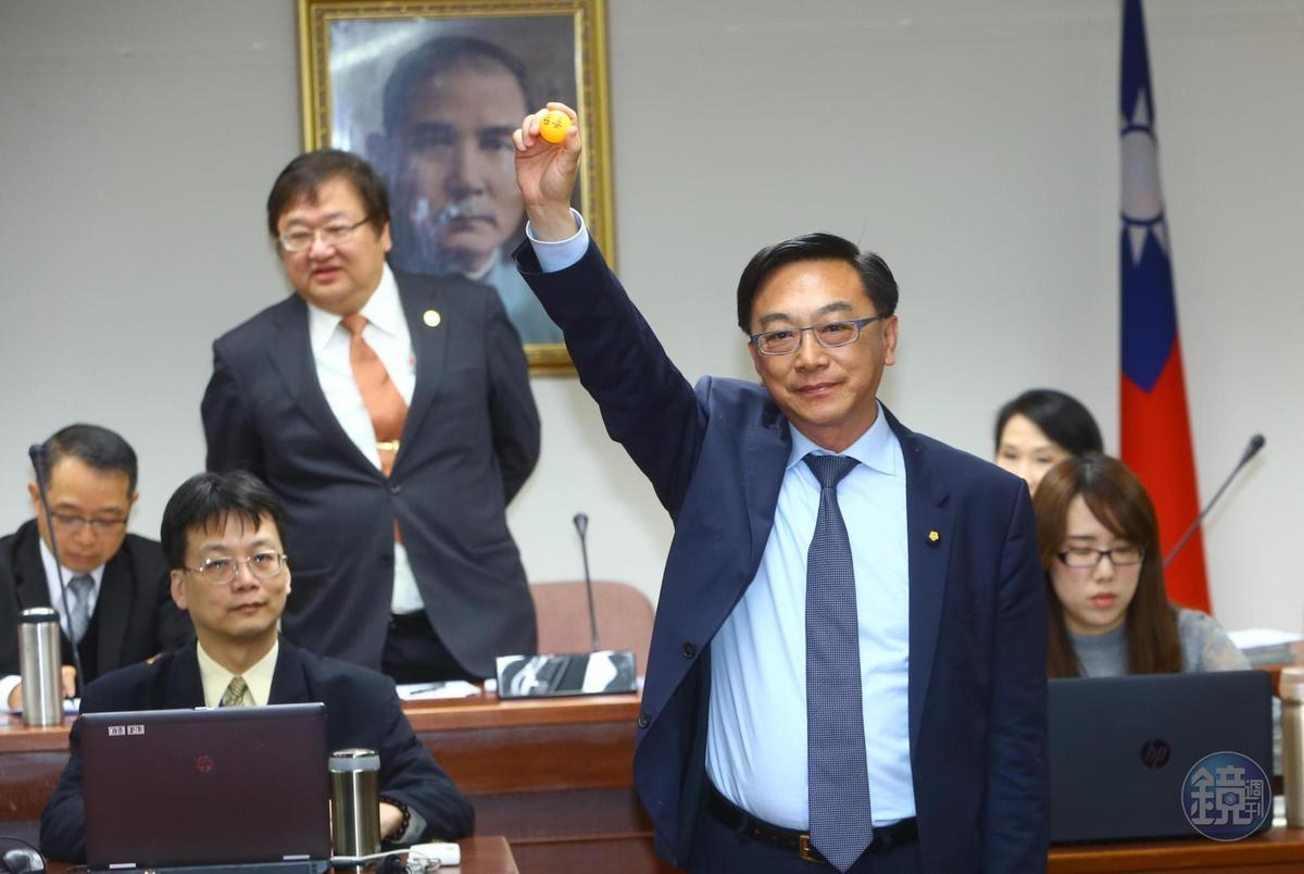衛環委員會國民黨立委陳宜民抽中召委。