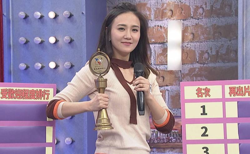 何妤玟當年以玉女歌手形象出道,還被各大媒體評為「最具潛力新人獎」。(中天提供)
