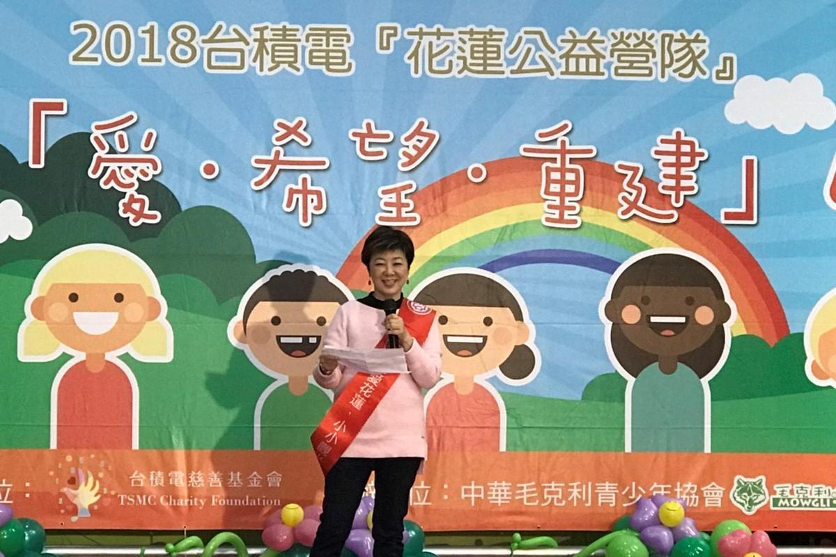 張淑芬帶花蓮災區小朋友到新竹小叮噹樂園玩3天,陪他們一起度過這段艱難的時刻。(台積電慈善基金會提供)