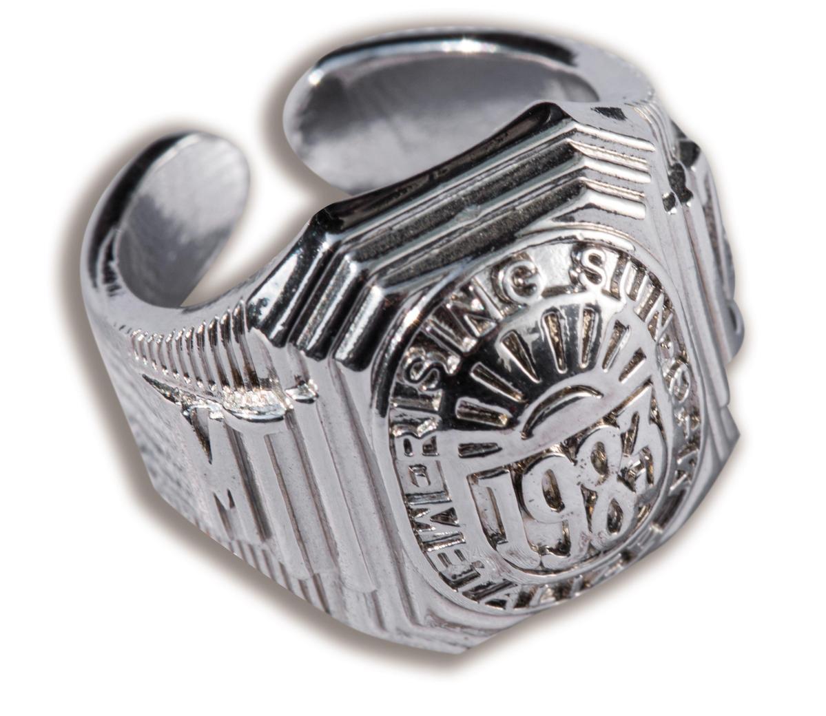 Metalized銀質戒指,NT$980。