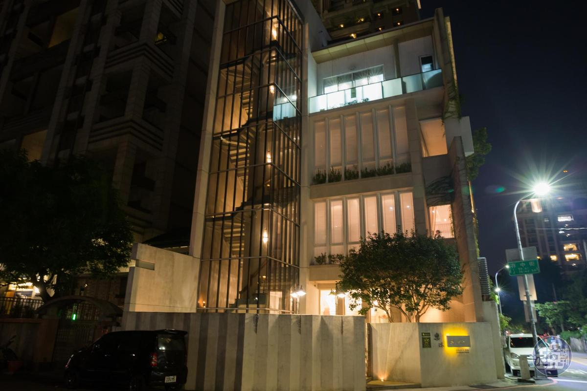 獨棟的白色建築,10年前的樂沐已展現了國外獨立Fine dining餐廳的氣勢。