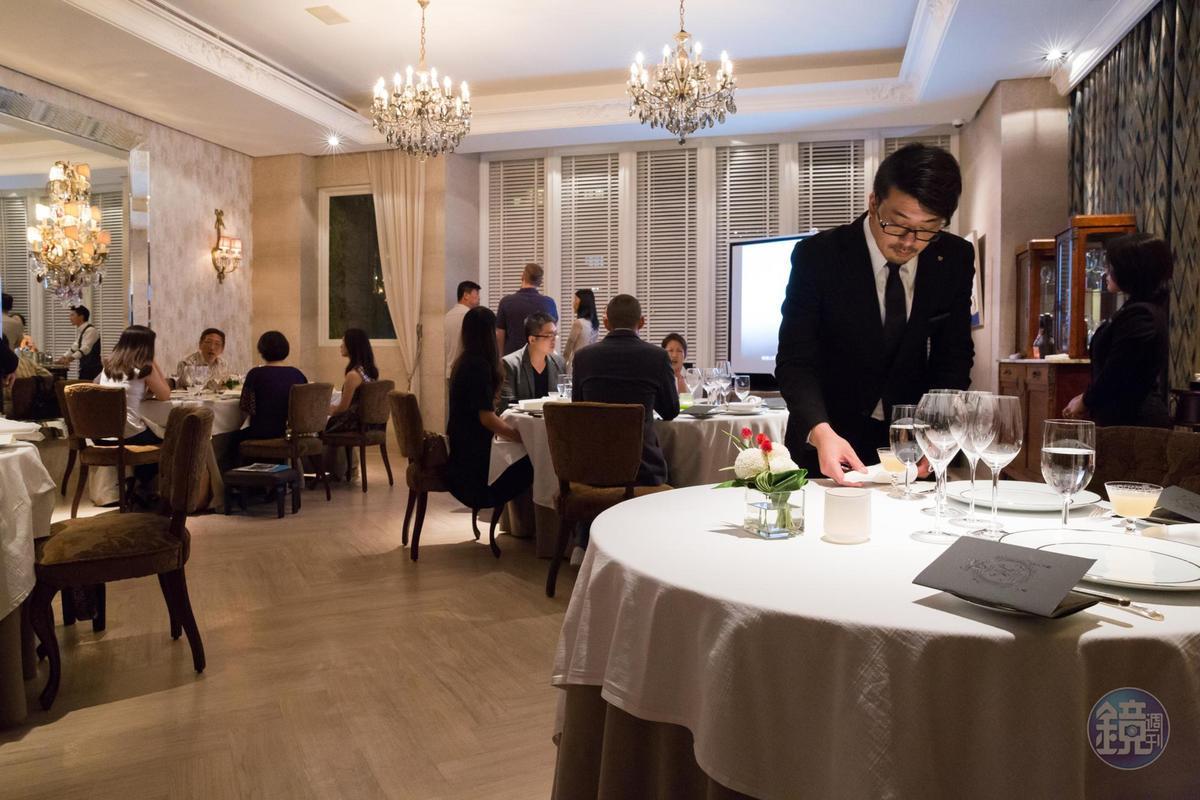 從擺設到服務,都可見陳嵐舒所信仰的「老派」經典Fine dining風格。