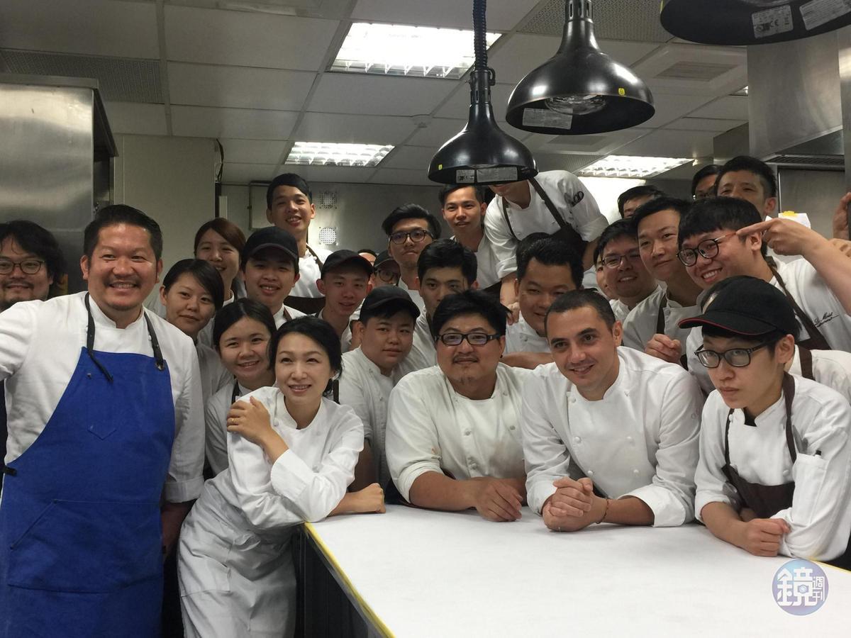 樂沐的廚房團隊,在獨立餐廳中是少見的龐大。