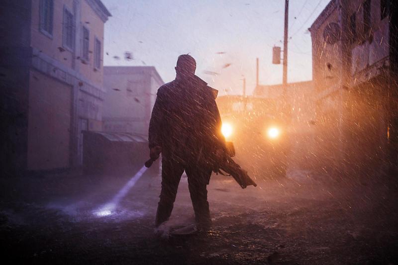 《玩命颶風》同時滿足愛看氣候災難片與犯罪爽片的雙重要求,颶風特效真實,搶案的設計也夠精巧,爽度滿點。(甲上提供)