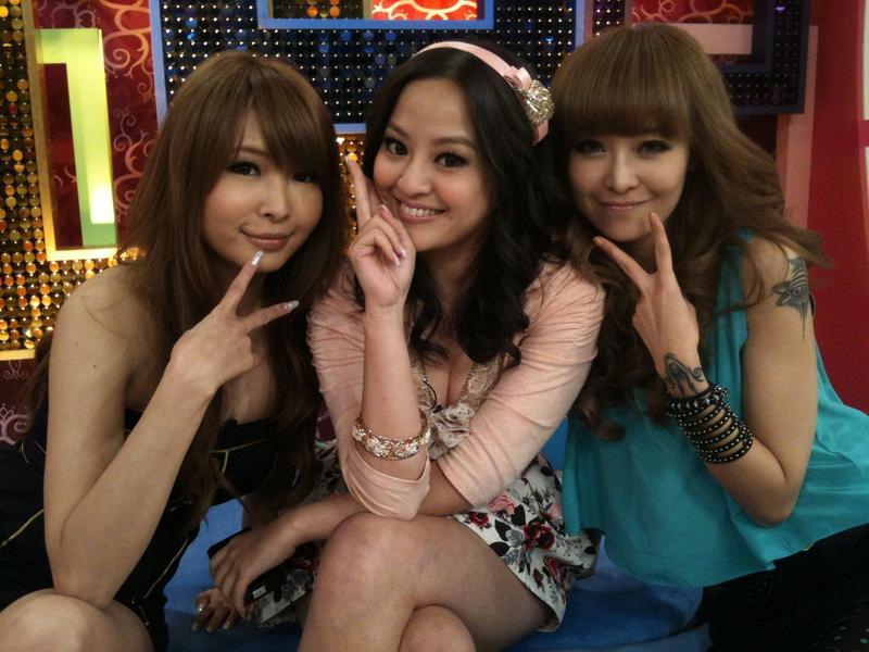 丁小芹於2011年8月11日曾臉書上寫下「好姊妹」,如今感情卻變調。(翻攝自丁小芹臉書)