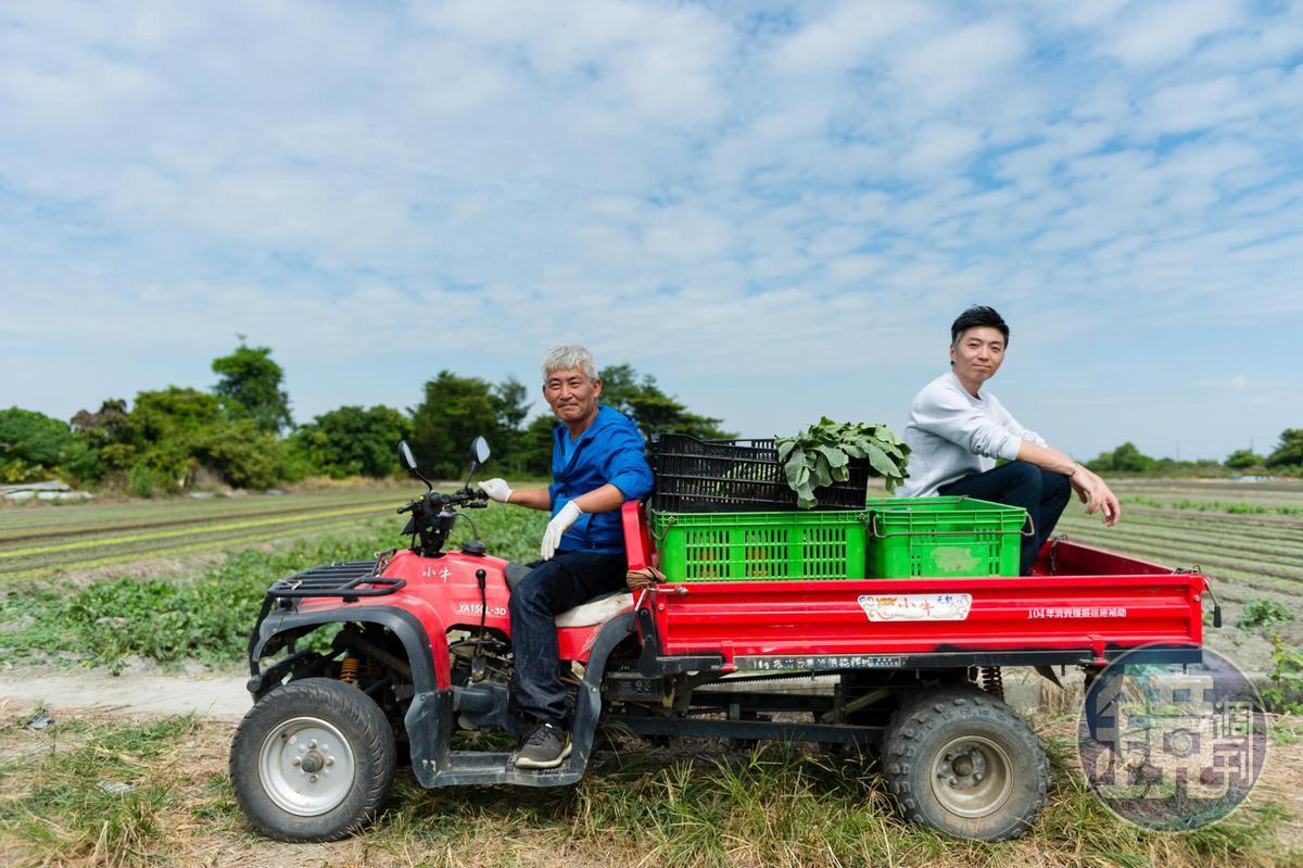 擅長歐式料理的MUME主廚林泉(右)搭著個性小農林中智(左)的小牛車巡菜田、找食材,對食材及料理充滿熱情的他們,此刻看來有點可愛、有點帥!