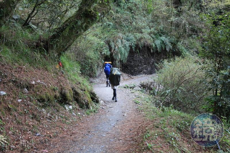 如何將背包輕量化是登山的趨勢。