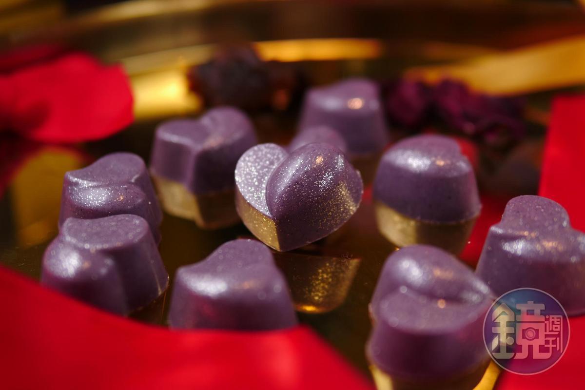 「玫瑰荔枝巧克力」有胭脂水粉的甜豔。(福灣莊園巧克力,1,299元/10入,需預訂)