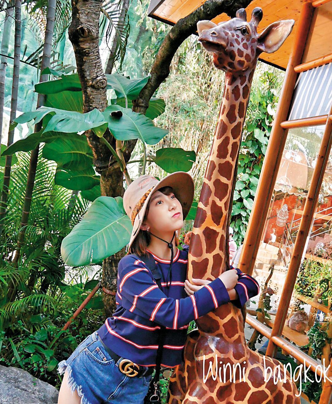 溫妮雖在泰國偷陪情郎,但照片刻意呈現是跟姐妹出遊,等於是轉個彎低調曬愛。(翻攝自溫妮IG)