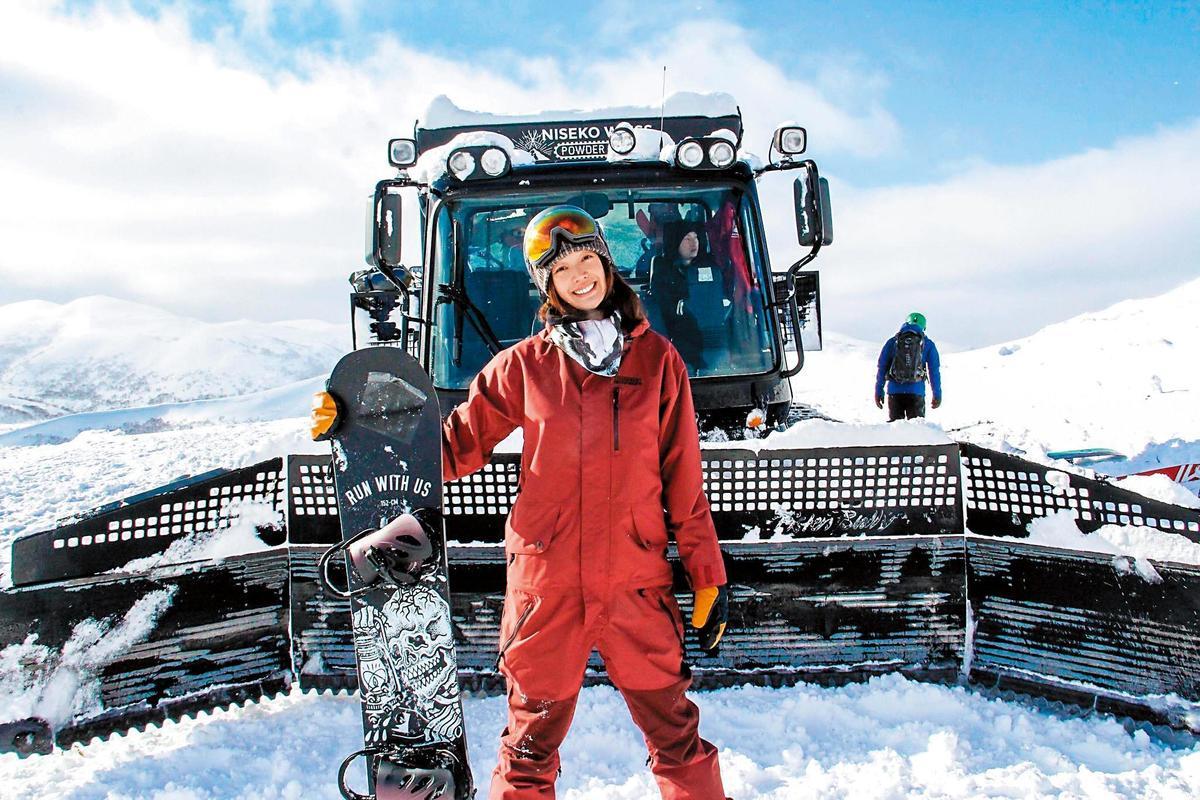 王心恬去北海道滑雪,照片中洋溢著幸福的微笑。(翻攝自王心恬臉書)