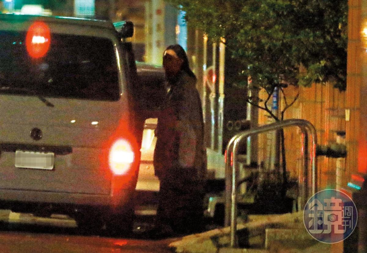 3月5日23:10,王心恬在濟南路口上了姚元浩的車,不停在附近繞圈圈,最後車子闖紅燈快閃。