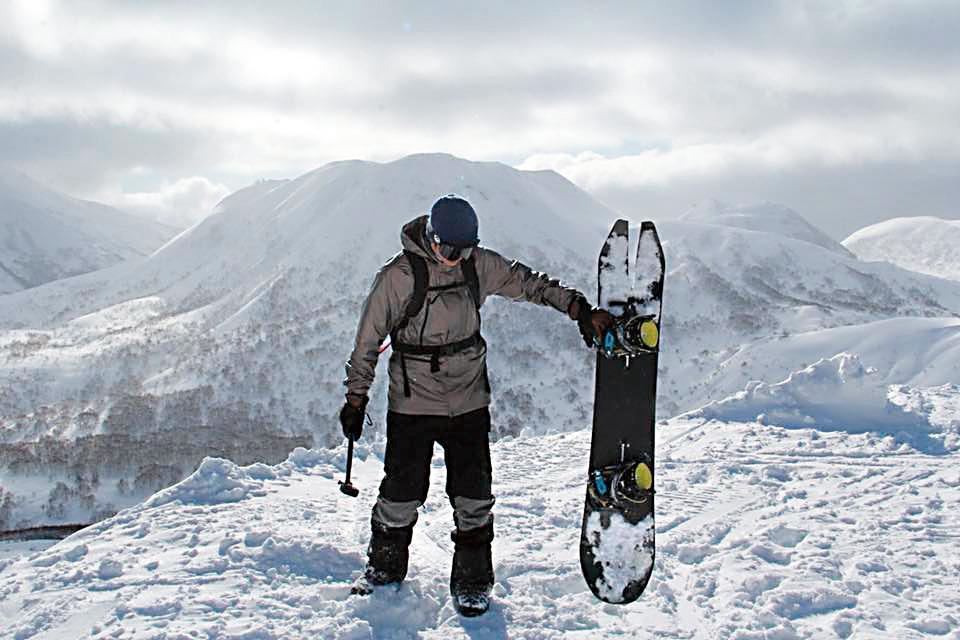 姚元浩與王心恬今年年初一同去北海道滑雪,但兩人刻意錯開臉書po照時間與相同場景。(翻攝自Taipei Zone 15臉書)