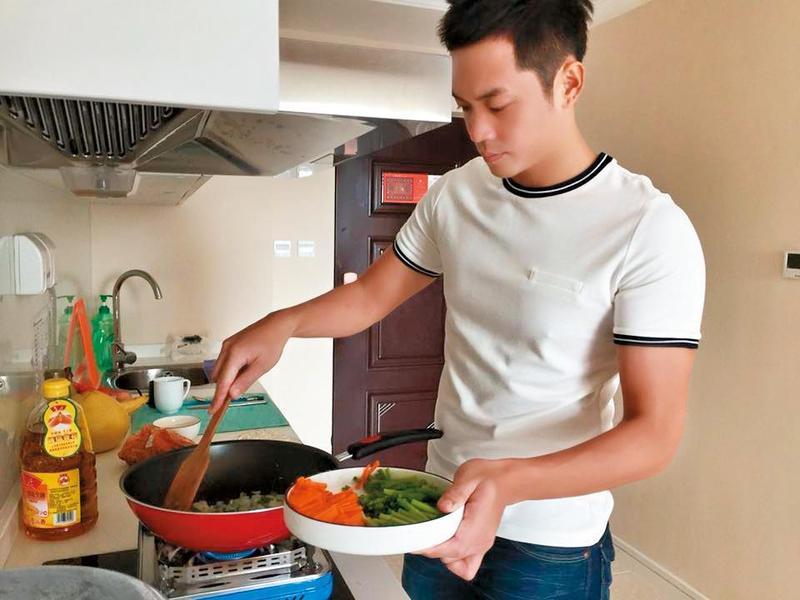 姚元浩喜歡露營、廚藝也不錯,想過悠閒自在的生活。(翻攝自姚元浩臉書)