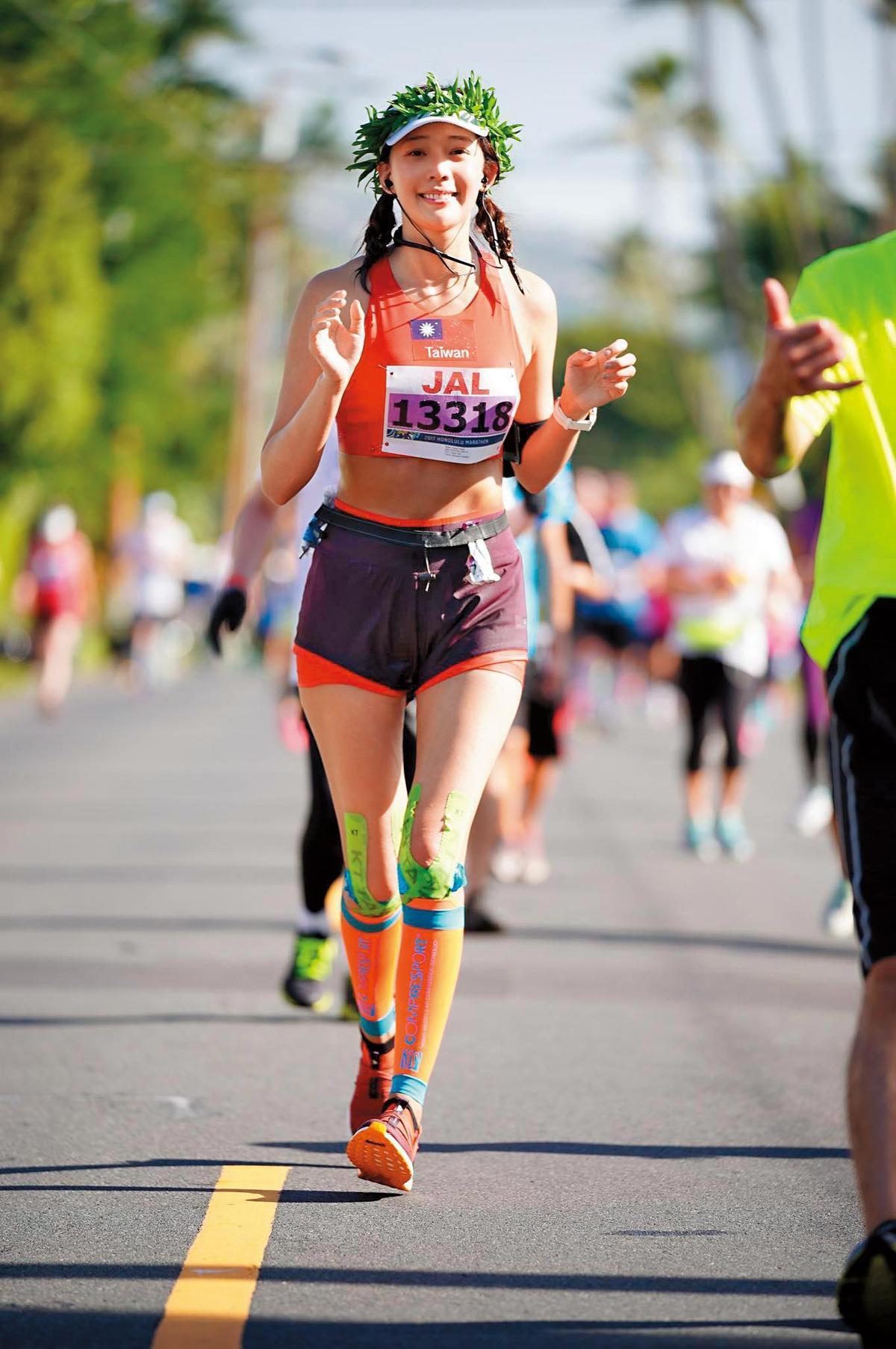 王心恬愛運動練出健美身材,也經常參加各項運動比賽。(翻攝自王心恬臉書 )