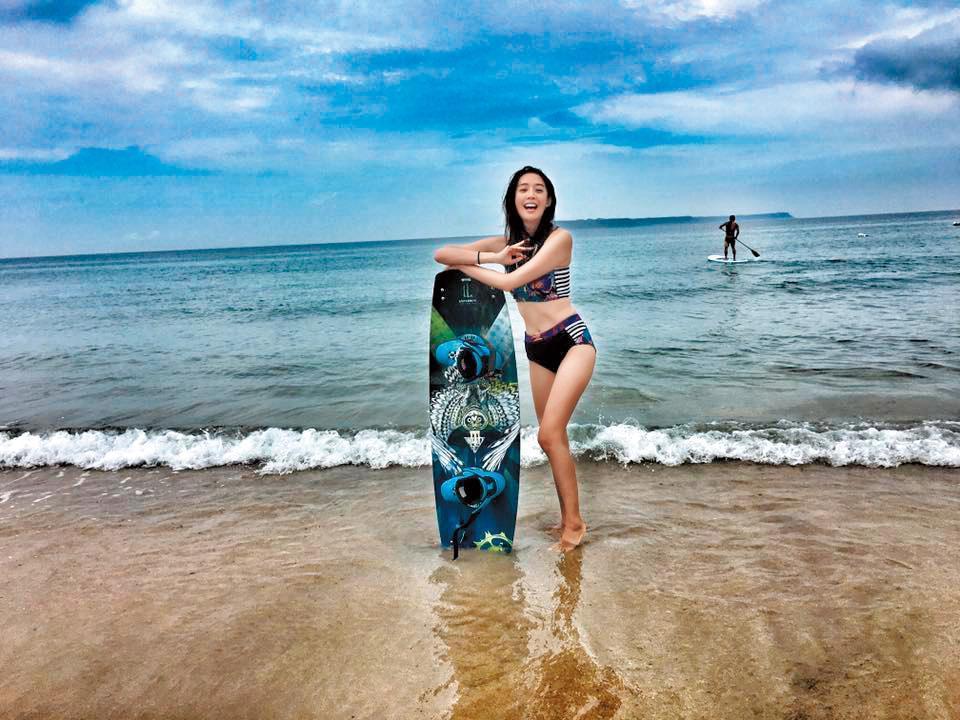 王心恬喜好戶外運動,游泳衝浪等水上運動都很在行。(翻攝自王心恬臉書)