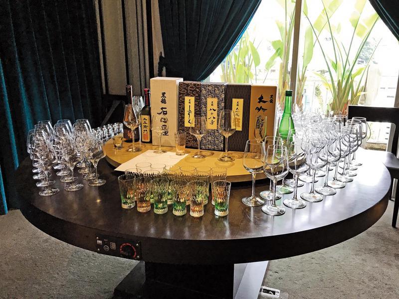 一次品飲到這麼多款黑龍酒造的清酒,加上不同酒款使用不同杯型,吃飯前擺出來的陣仗就十分壯觀。