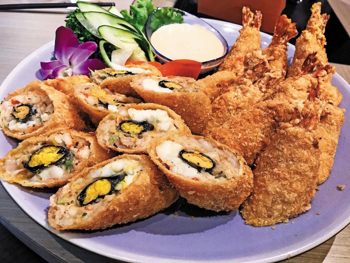 這道「蛋黃大蝦」菜名簡單但做法十分費工,搭配黑龍袋吊大吟釀,口感層次更加鮮明立體。