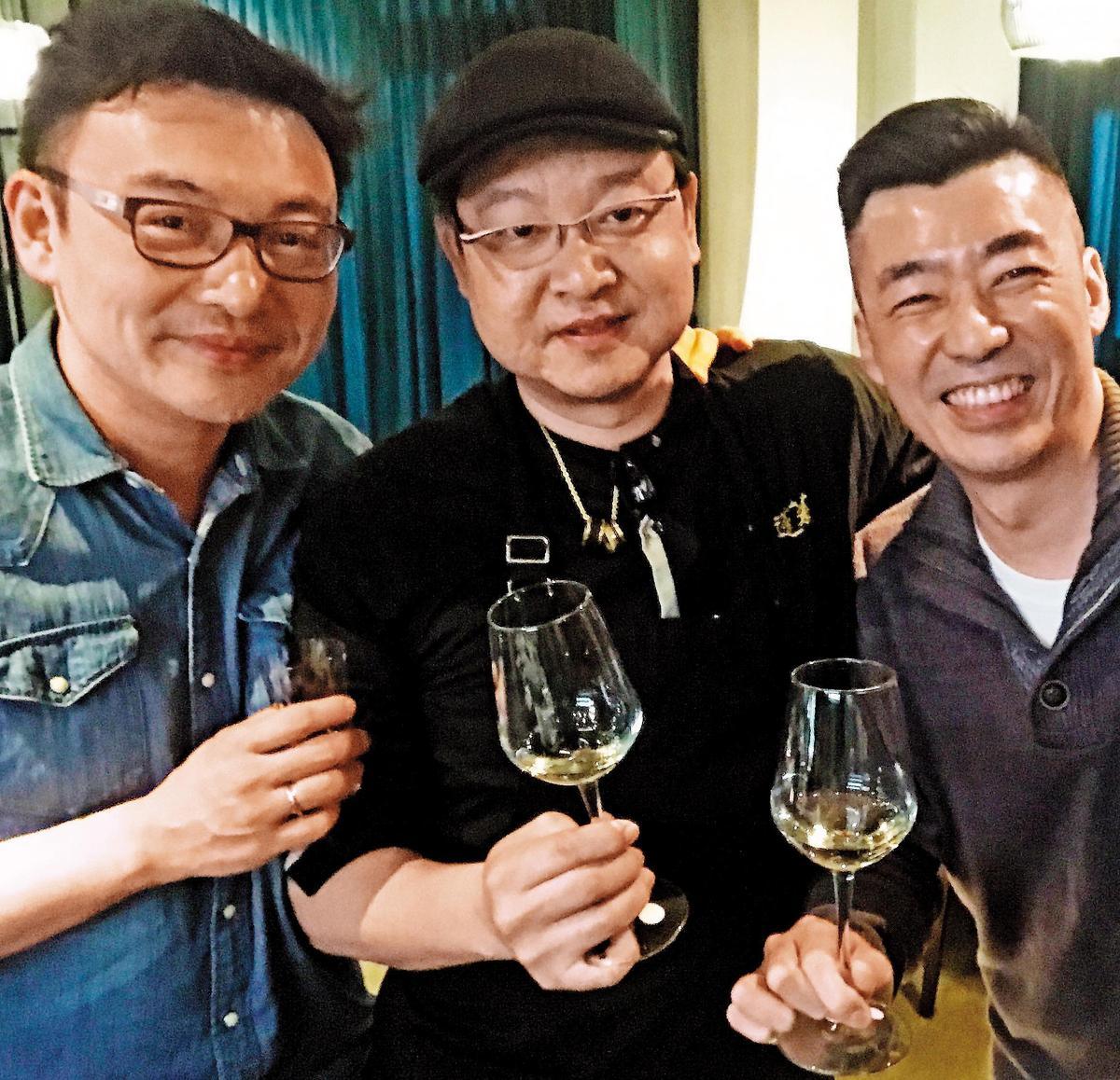 當天黑龍頂級餐酒宴的3位關鍵推手,素晴屋的老闆Lance(左起)、金蓬萊的老闆兼大廚陳博璿,以及台灣清酒界無人不知的歐子豪老師。
