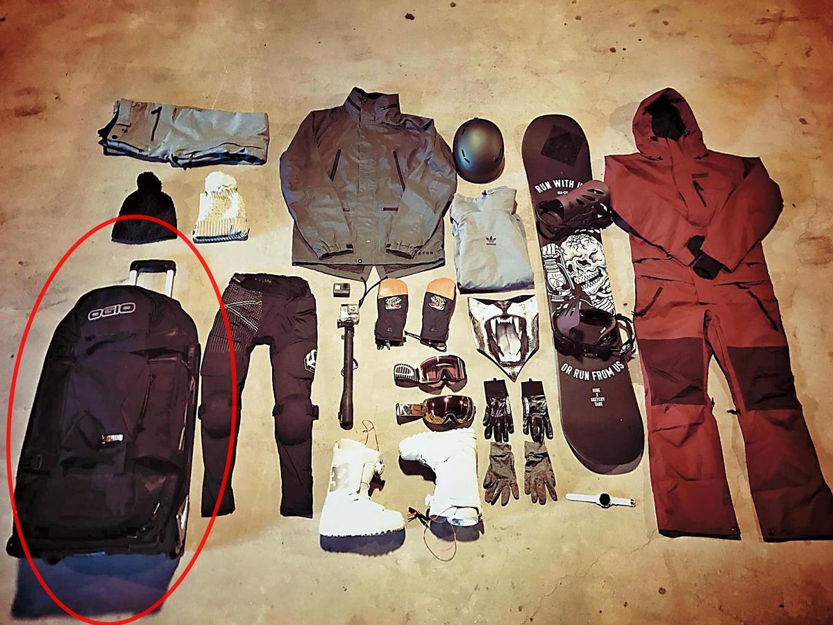 今年1月姚元浩在臉書上po出滑雪裝備照中的滑雪板及行李箱,竟與王心恬滑雪行頭照(左圖)中的一樣,友人林如琦(Gigi)還留言說「行李箱好眼熟」。(翻攝自王心恬臉書)