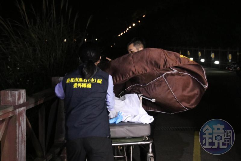 警方13日晚間在竹圍站後方尋獲潘女遺體,潘女遺體已化成白骨。