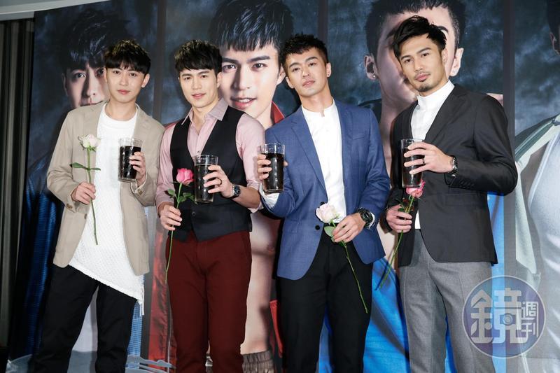 男團M4推出單曲《迷戀》,團員(左起)盧煥剛、陳奕廷、鄭喬意、潘睿睿拿著玫瑰帥氣現身。
