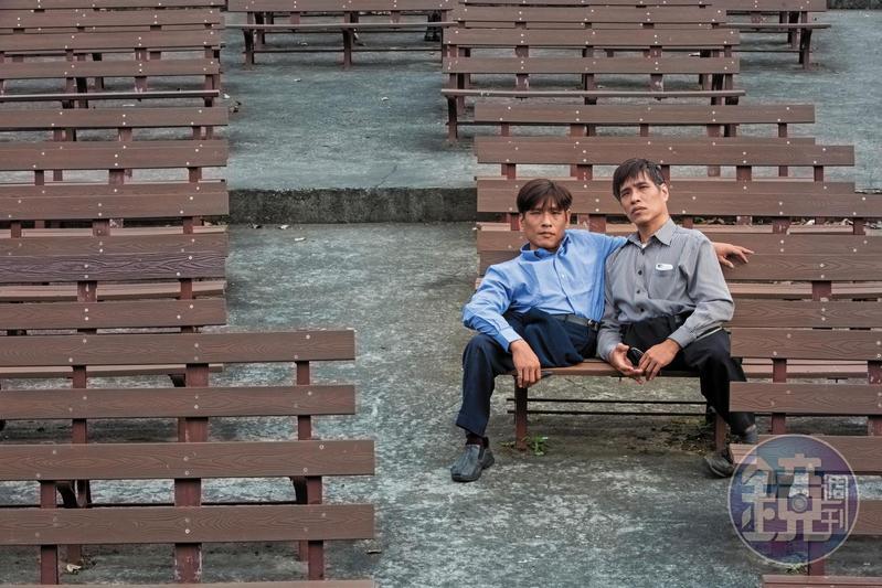 張忠仁(左)擁有右腳,張忠義擁有左腳,分開的兄弟一人一腳,正邁向新的人生階段。