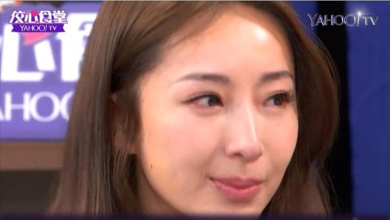 隋棠一想到自己造成員工的心理負擔,在直播時就當場哽咽想哭。(Yahoo TV《佼心食堂》提供)