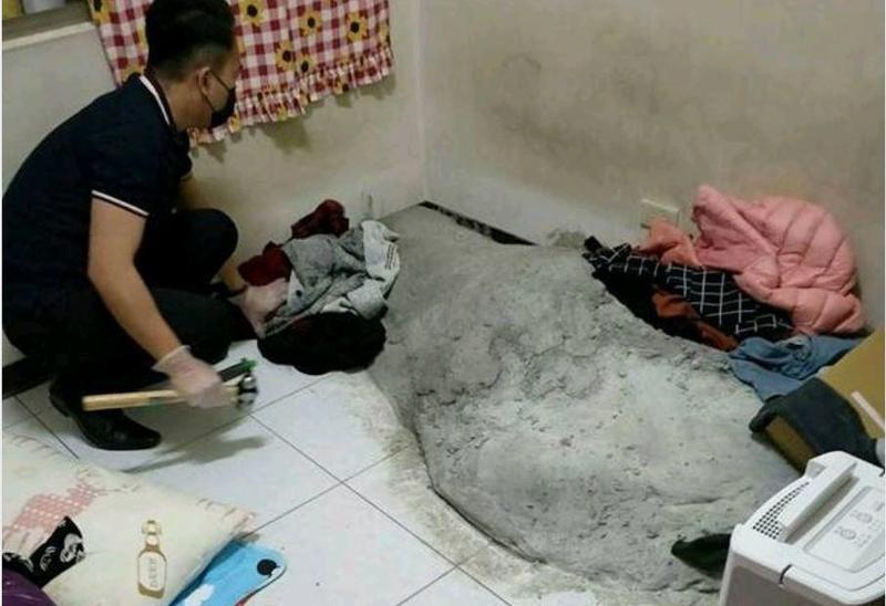 警方在葉女房間發現水泥塜。(翻攝畫面)