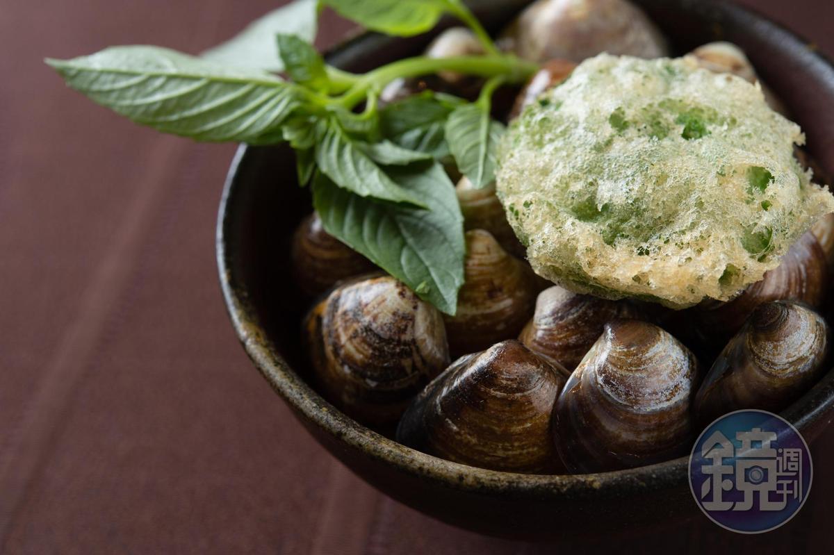 這是稗田良平突發奇想,以茼蒿菜做成的蛤蠣小籠湯包。