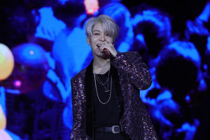 水晶男孩主唱姜成勳17日在台北舉行首次個人見面會,吸引900名粉絲朝聖。(佳音娛樂提供)