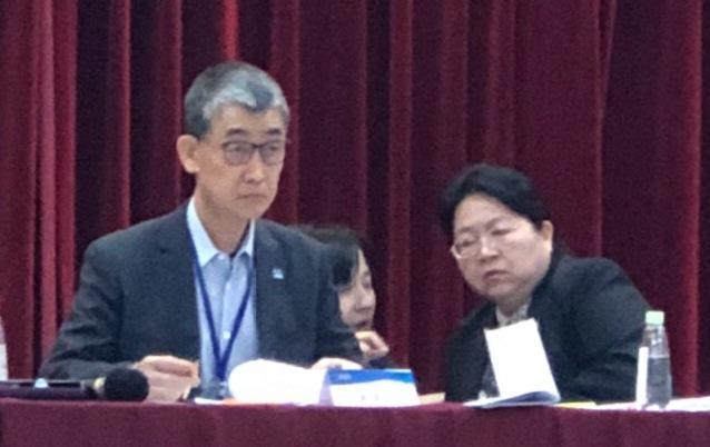 蔚華科公司董事長許宗賢(左)遭質疑以公款資助基金會自肥。(讀者提供)