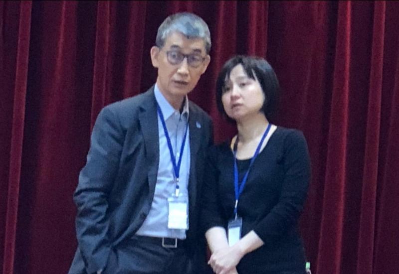 蔚華科股東指出,公司獲利不佳,但董事長許宗賢(左)卻曾以法拉利代步。(讀者提供)