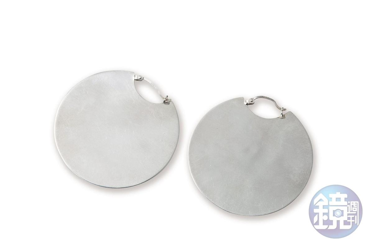 Bonheur Jewelry New York銀色圓片耳環,NT$5,400。