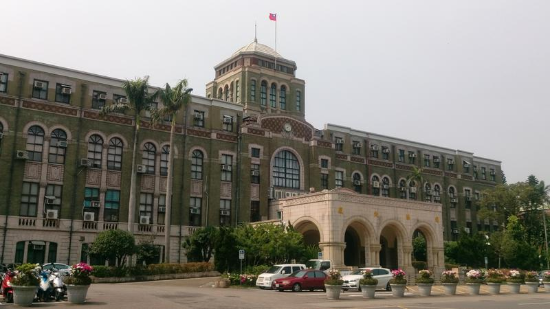 司法院職務法庭審理已婚的台北高等行政法院前法官陳鴻斌擁抱女助理案,判決理由公布。
