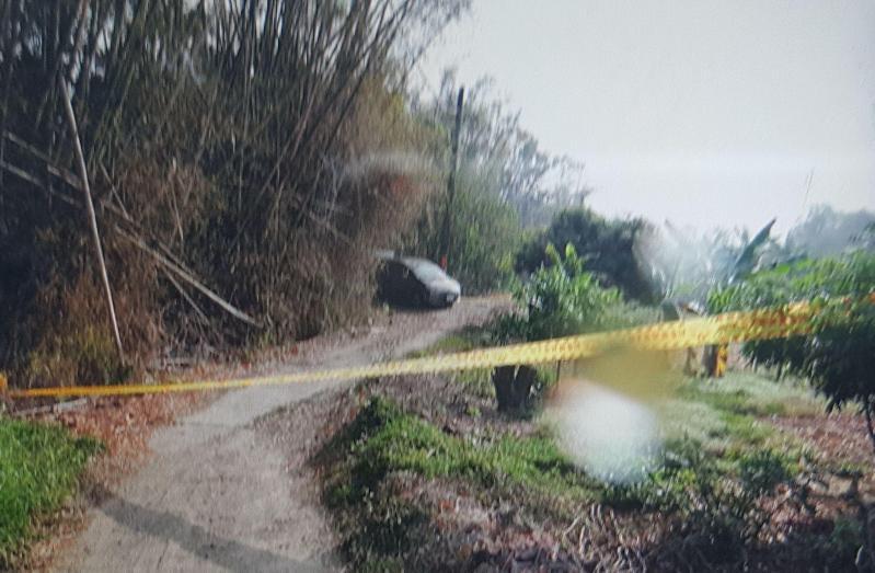 警方將棄屍地點圍起封鎖線。(警方提供)