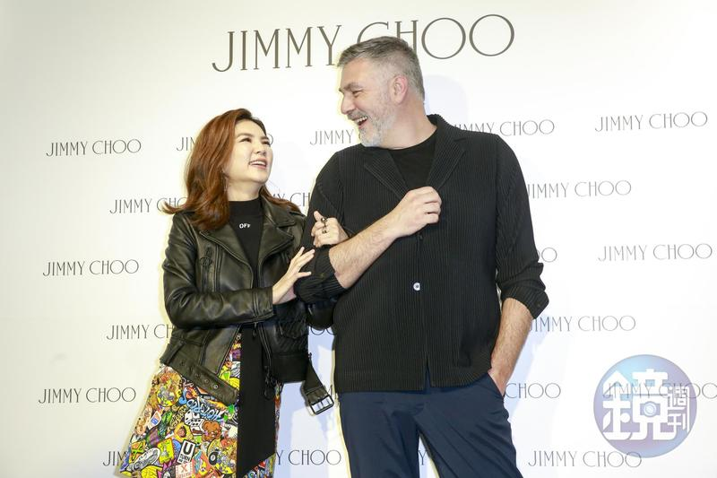 Ella跟JIMMY CHOO亞太區營運總監Gerard Luit有說有笑,在台上逗樂大家。