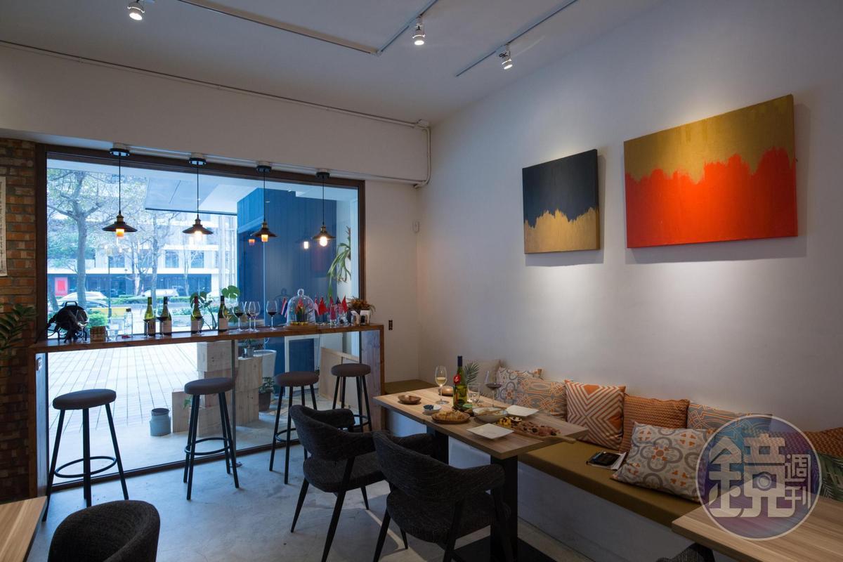 空間明亮的「50/45 Winehaus」下午2點迎客,邀人感受輕鬆微醺的午后。