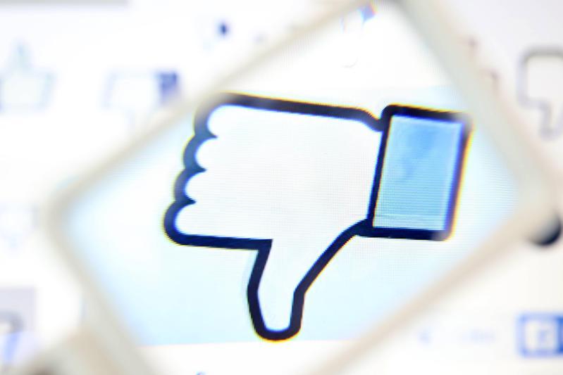 利用用戶資料投放精準廣告、影響用戶心理,是臉書主要的商業模式。(東方IC)