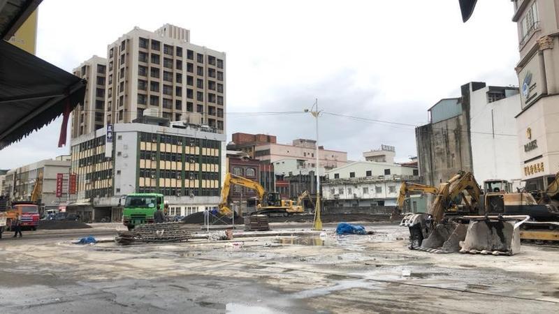 花蓮舊遠東百貨在今日拆除工程即將完成,大樓化作平地。(讀者提供)