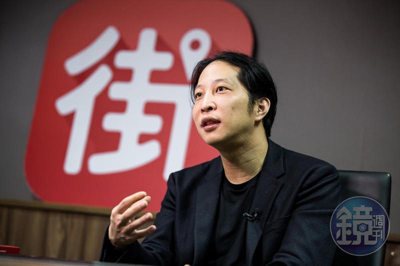 胡亦嘉對數字敏感,在台完成大學學業,又赴美國哥倫比亞大學攻讀碩士,之後成了華爾街的金融菁英。