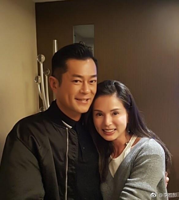 李若彤在微博貼出與古天樂的同框合照,這是他們合作《神鵰俠侶》至今23年後的第2次合照。(翻攝自李若彤微博)