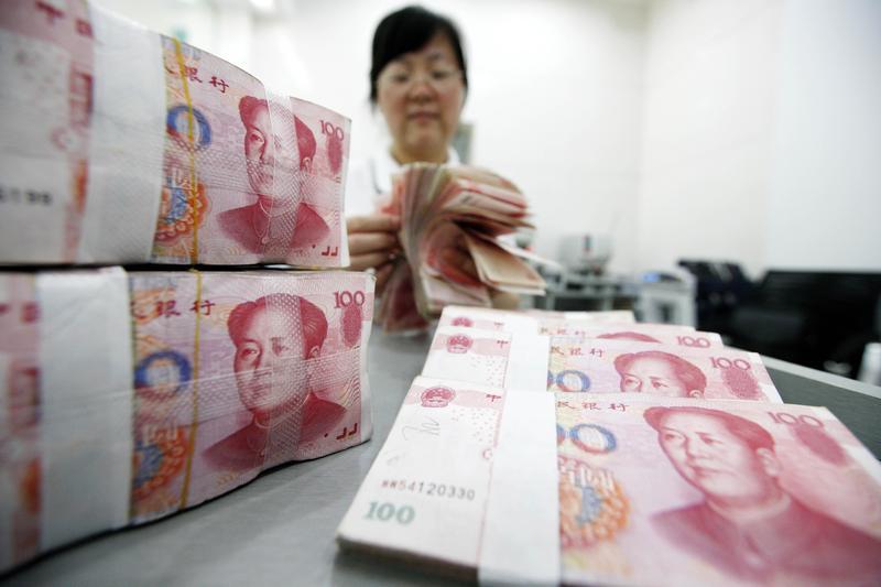 貿易戰難免延燒至匯率政策,如果中國為了讓出口產品具優勢,祭出人民幣貶值因應關稅,此對持有人民幣的投資人將是一大影響。(東方IC)